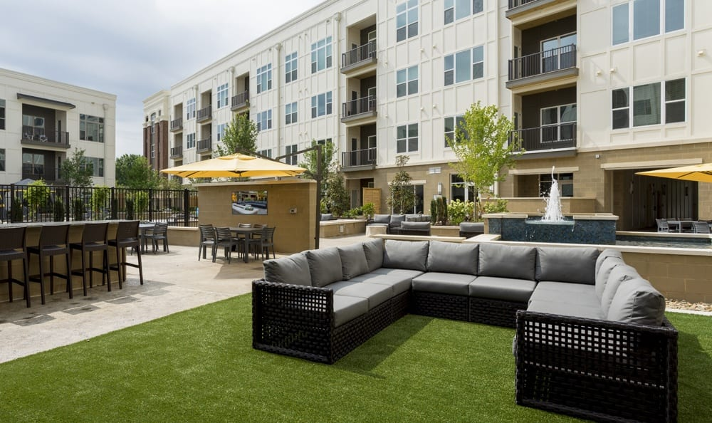 Outdoor courtyard at Durham apartments