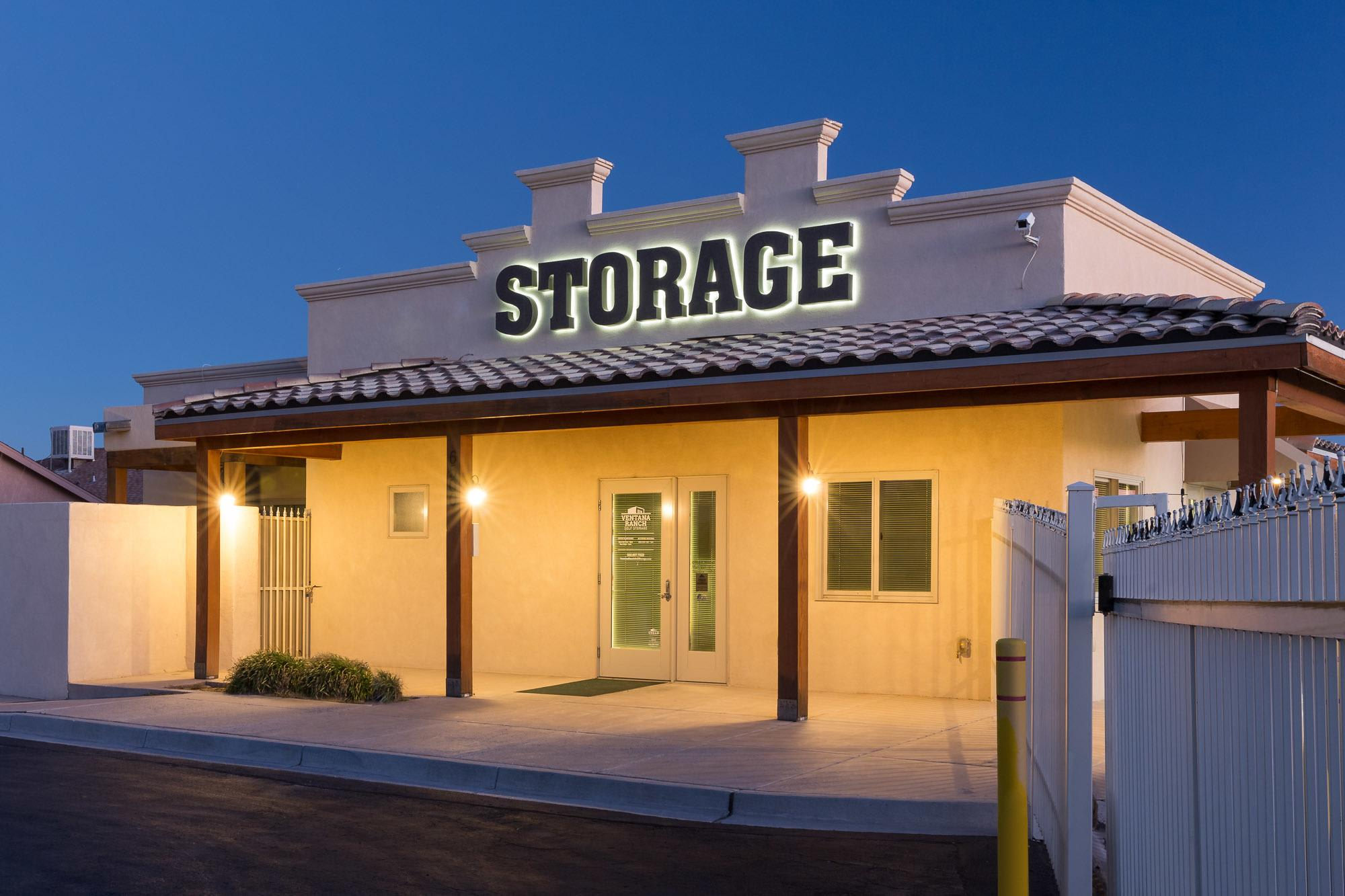 Self storage units in the Paradise Hills neighborhood of Albuquerque, NM