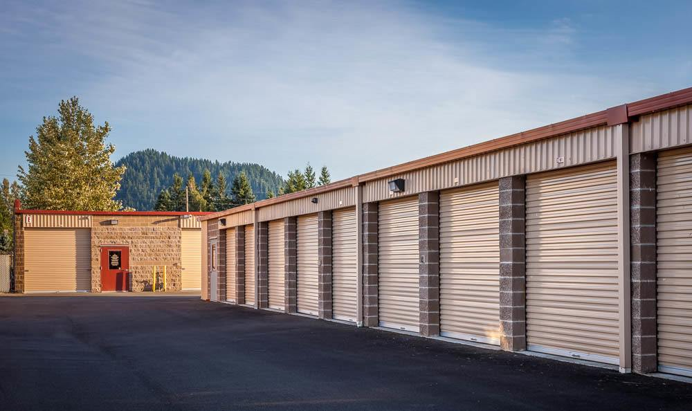 Exterior self storage units in Enumclaw