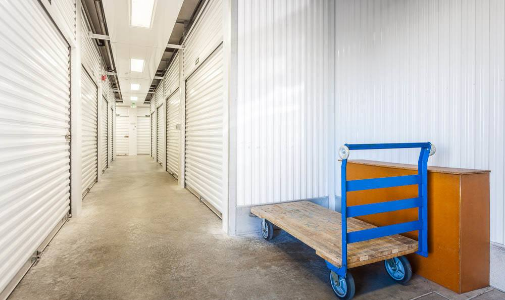 Charmant Interior Self Storage Unit Hallway In Maple Valley ...
