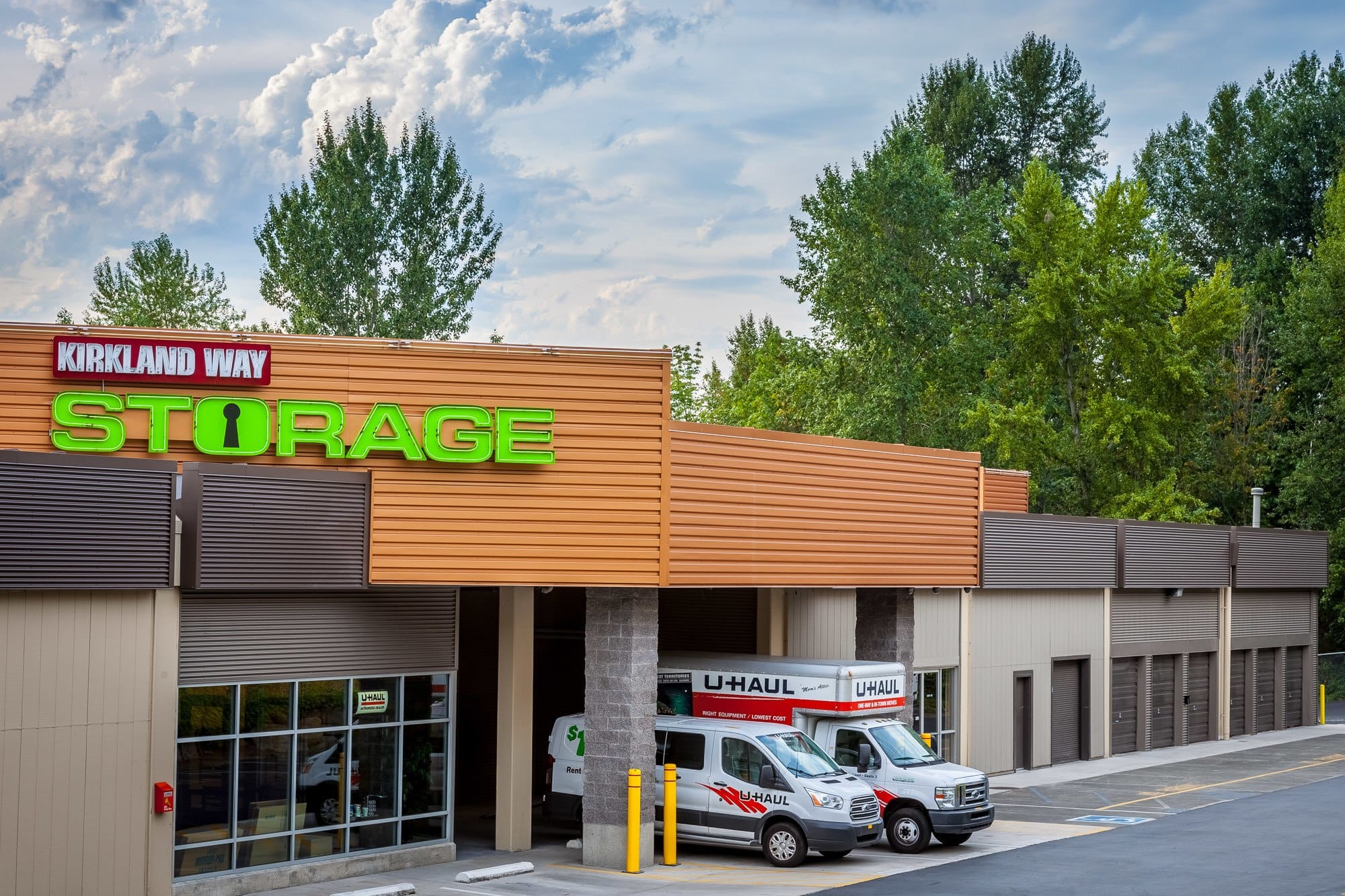 Exterior of self storage facility in Kirkland, Washington