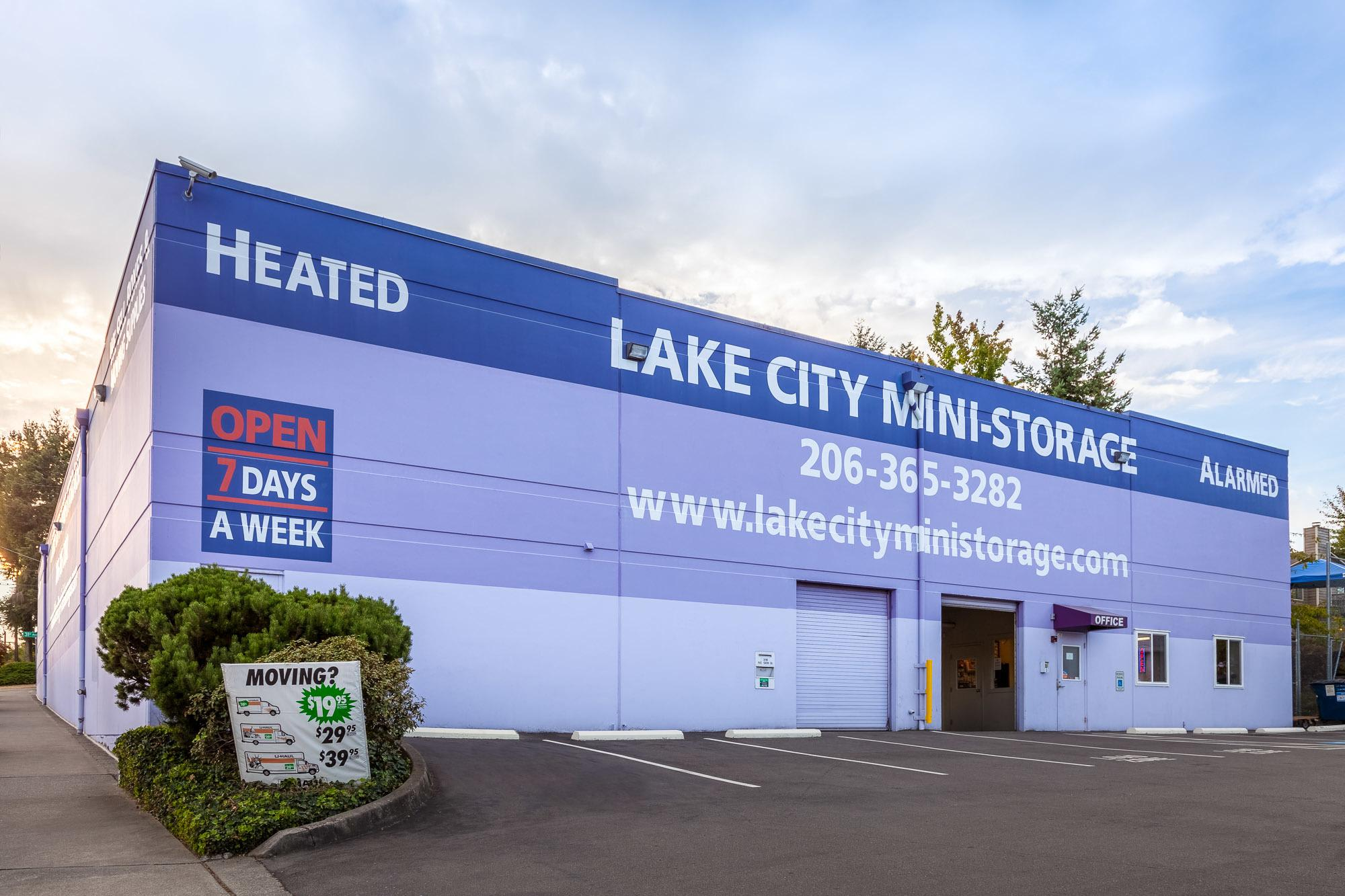 Exterior of self storage facility in Seattle, Washington
