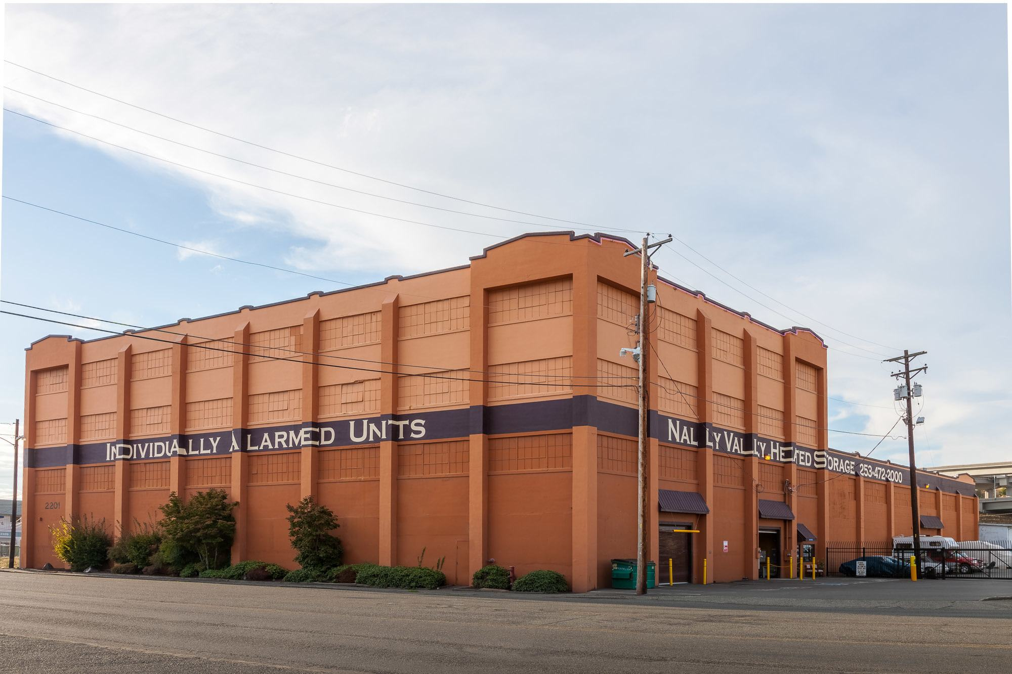 Easily recognizable exterior of self storage in Tacoma, Washington
