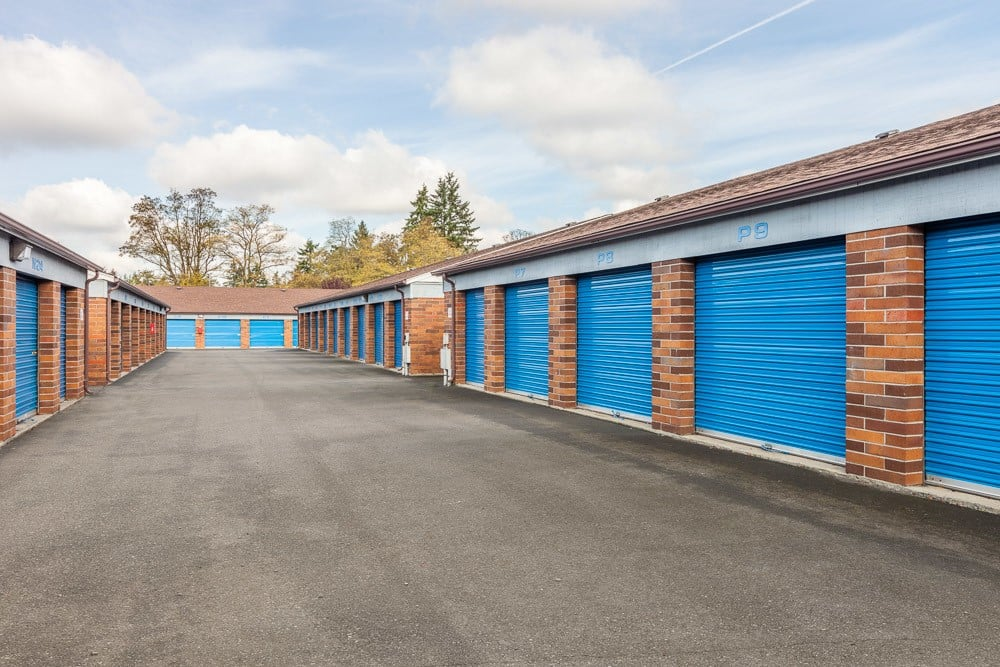 Exterior self storage units in Tacoma, WA