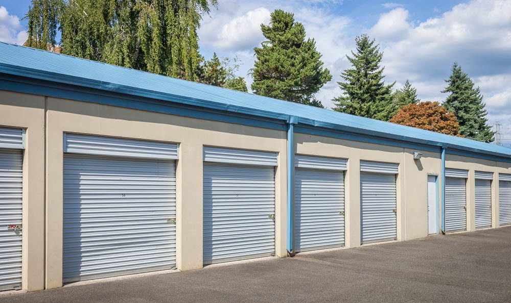 Wide driveways at the self storage facility in Renton