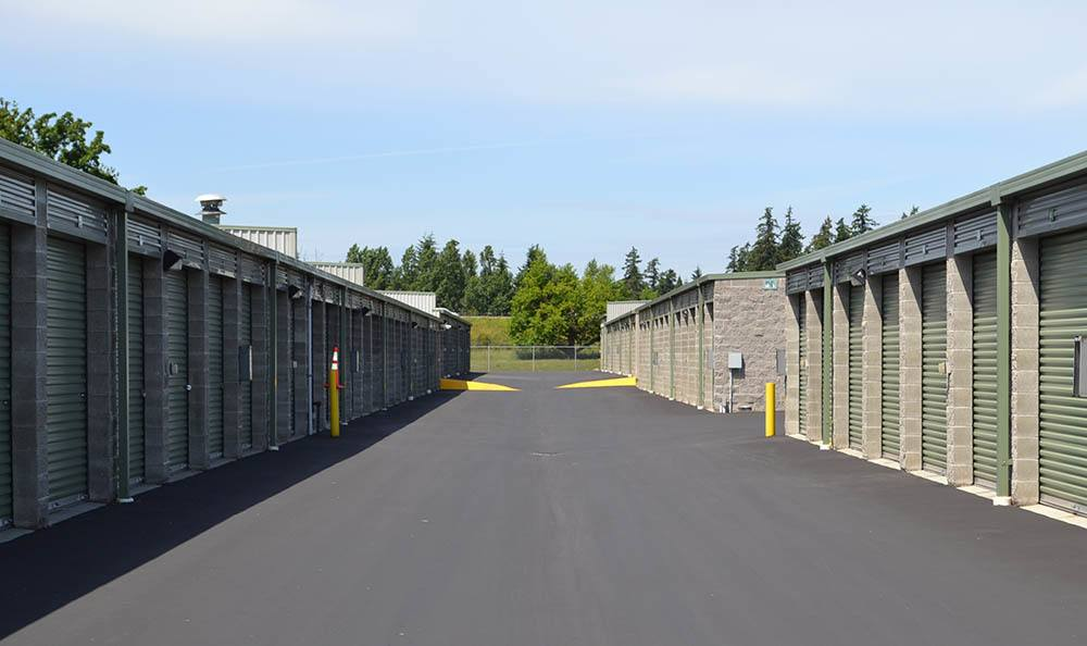 Exterior self storage units in Puyallup, WA