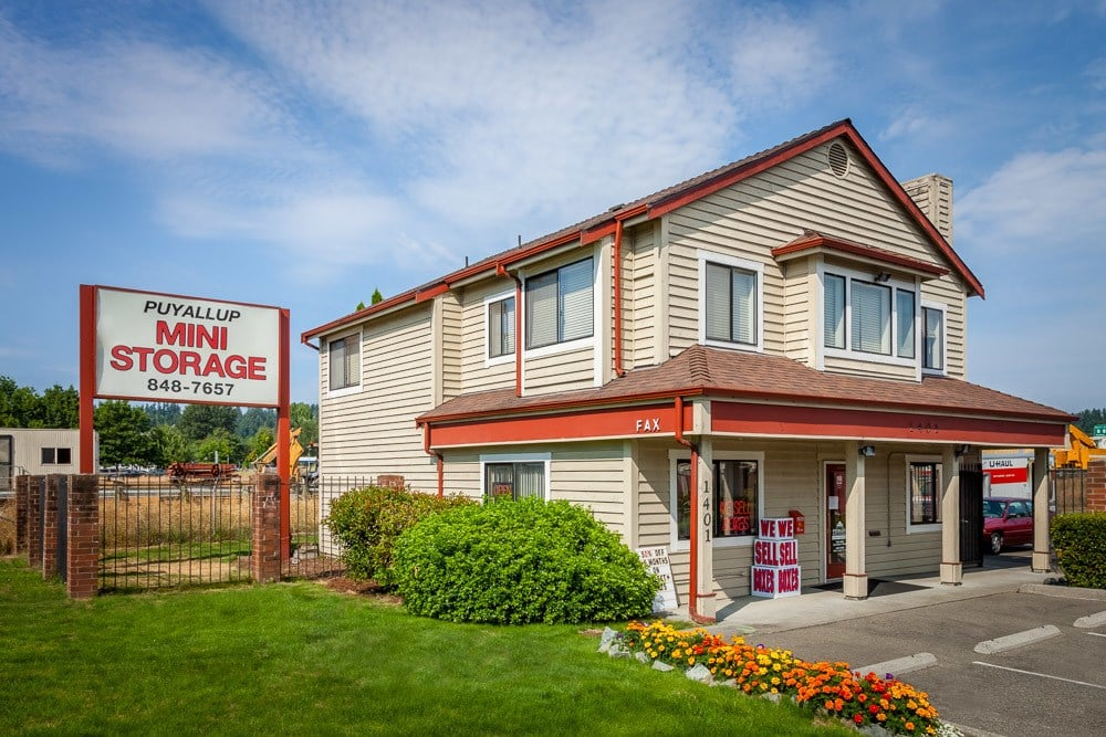 Exterior of self storage office in Puyallup, WA