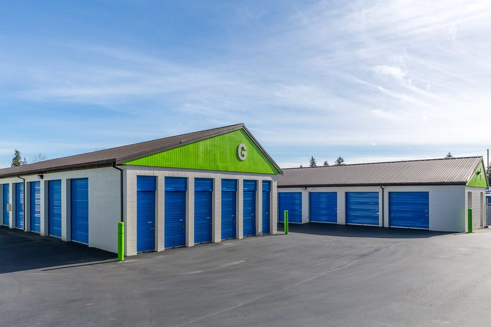Exterior self storage units in Kenmore, WA