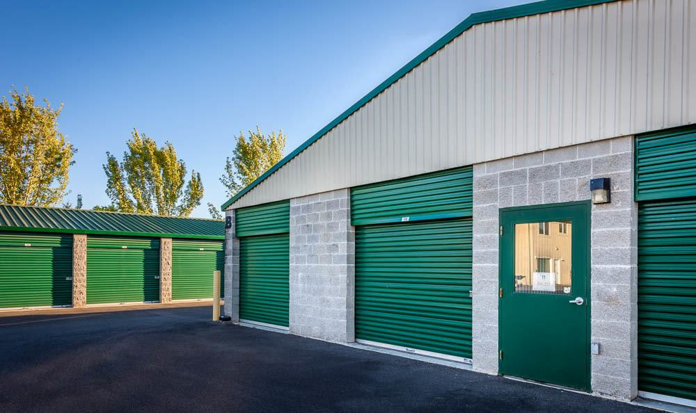 Exterior self storage Units in Auburn, WA