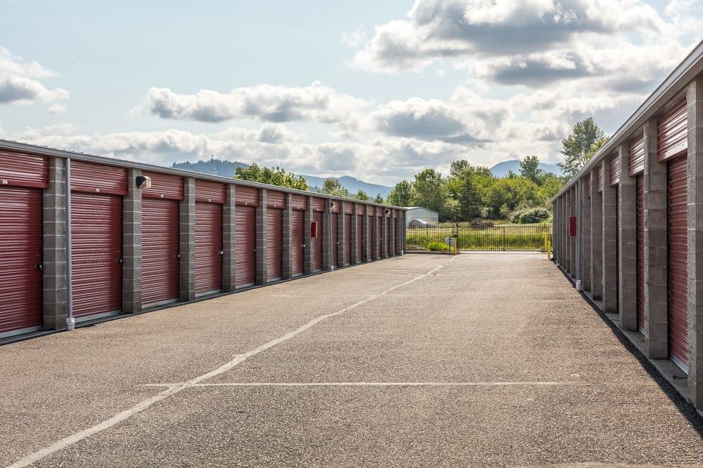 Store everything you need in large self storage units in Philomath, OR