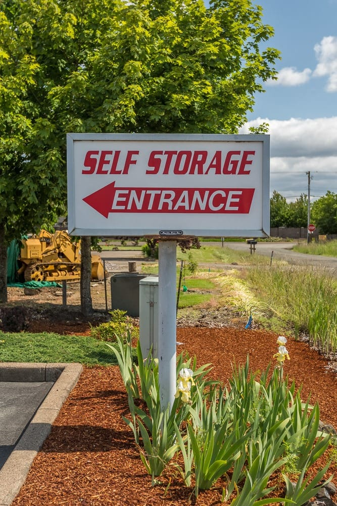 Sign directing you towards self storage in Philomath, OR