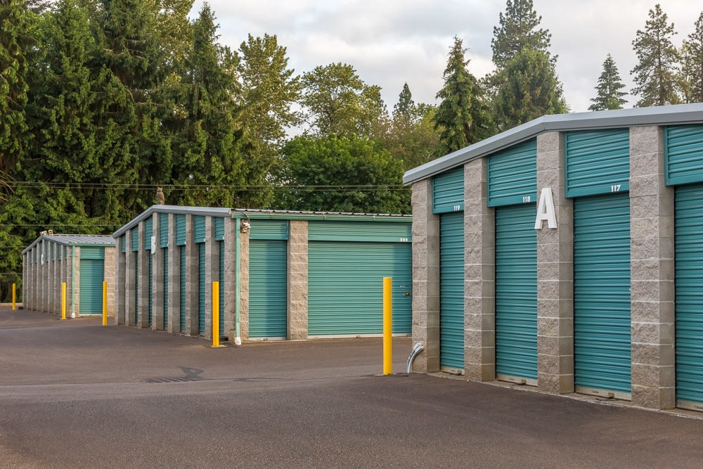 Exterior self storage units in Albany, OR