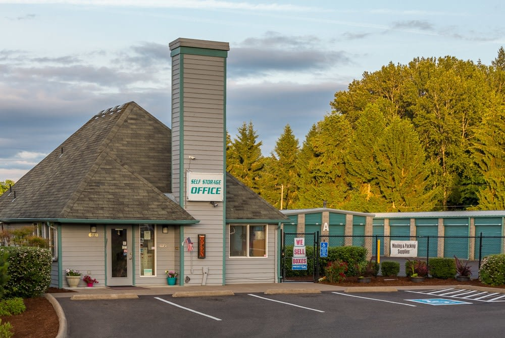 Exterior front view of self storage office in Albany, OR