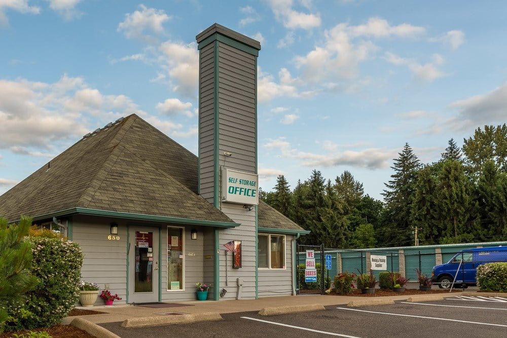 Exterior of self storage office in Albany, OR