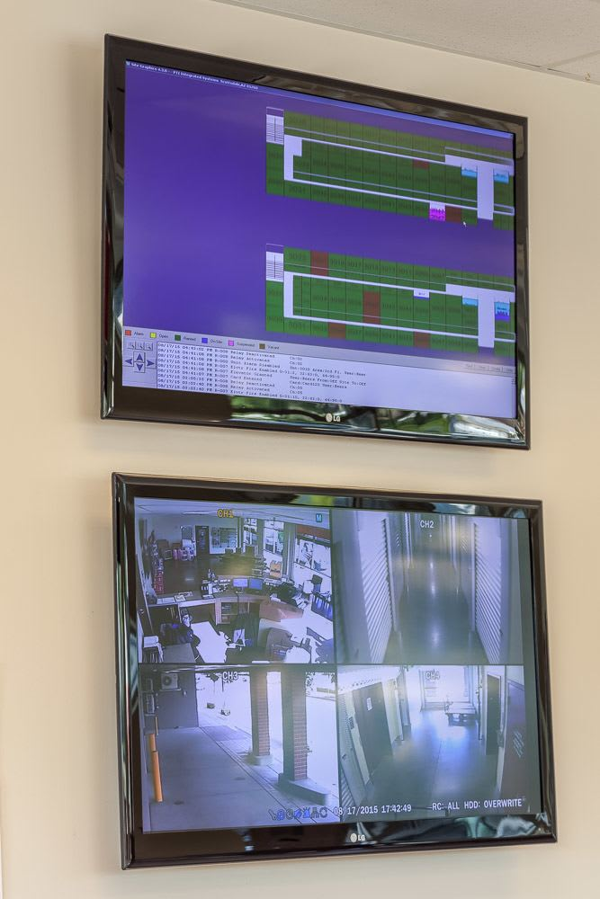 Large security monitors keep your self storage safe in Issaquah, WA