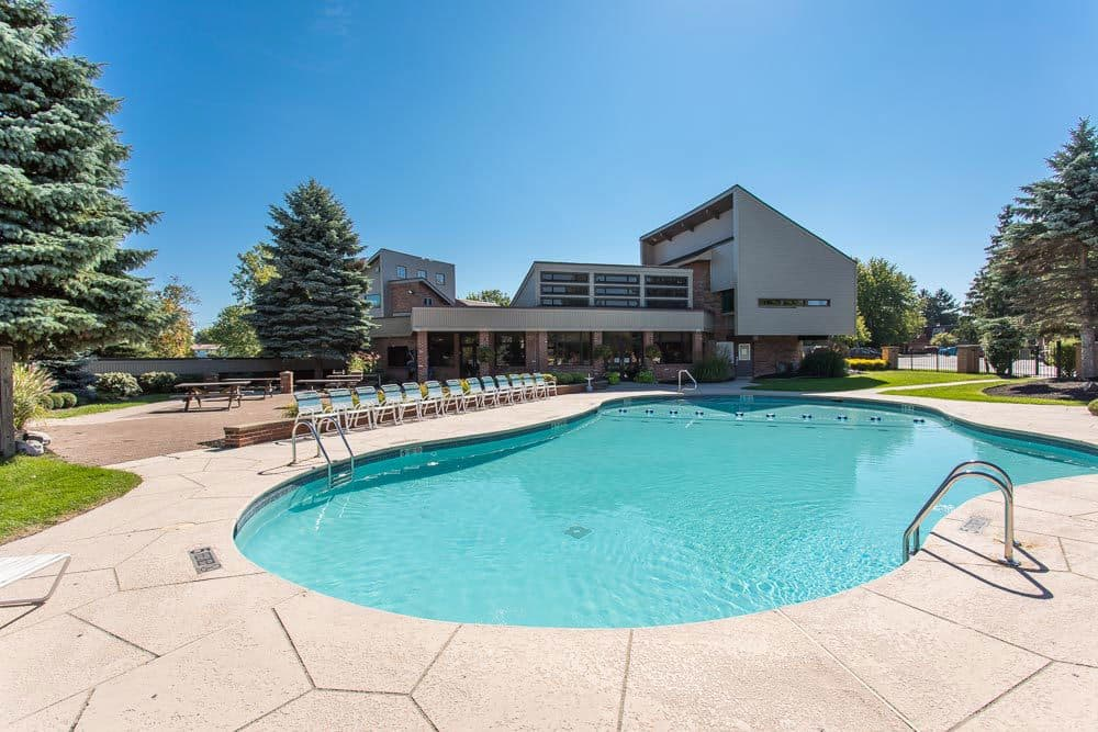 A sparkling pool is just one of the many amenities that Idylwood Resort Apartments has to offer