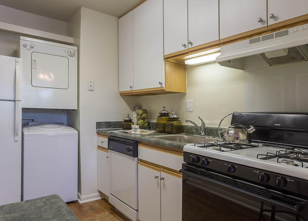 Example kitchen at Eagle's Crest Apartments