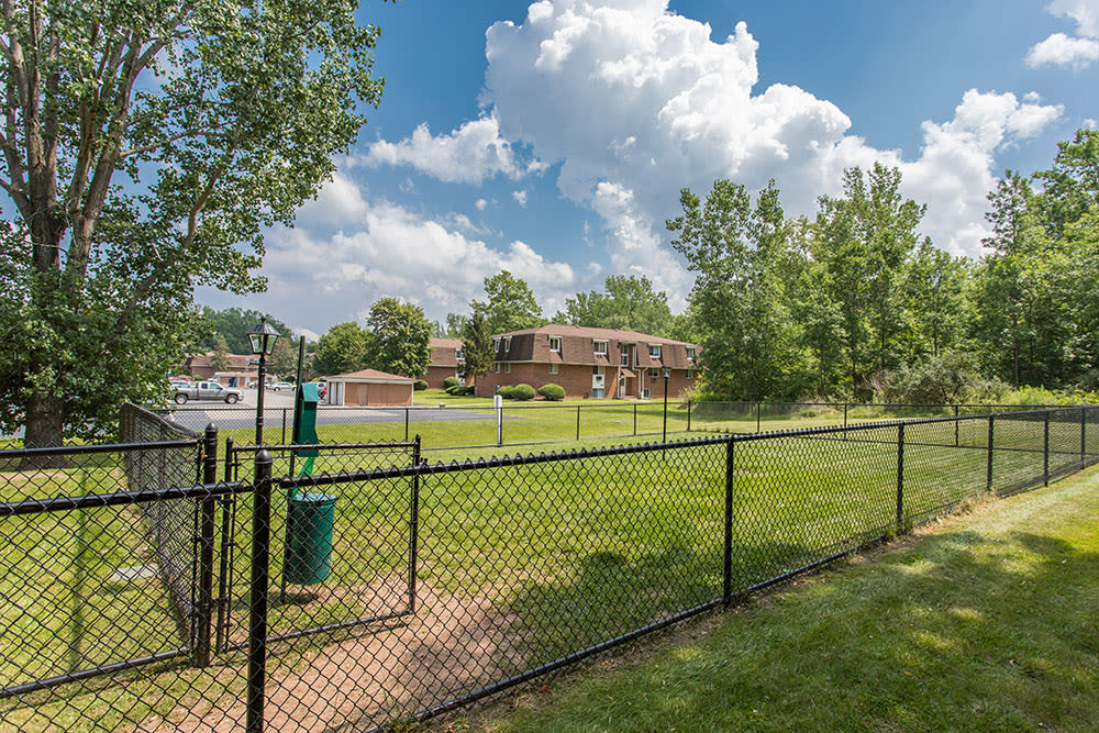 Spacious dog park at Willowbrooke Apartments and Townhomes in Brockport, NY