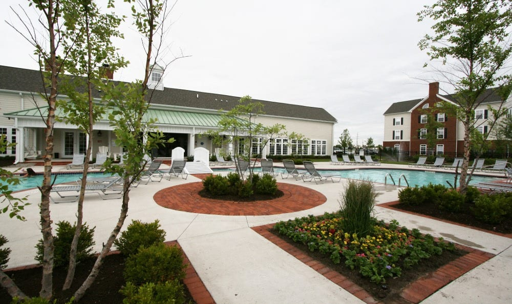 Sun Deck and Pool at Preston Gardens in Perrysburg, OH