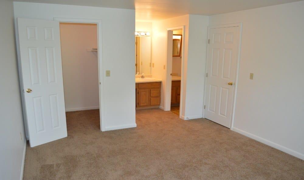 Bedroom at Riverton Knolls in West Henrietta, NY