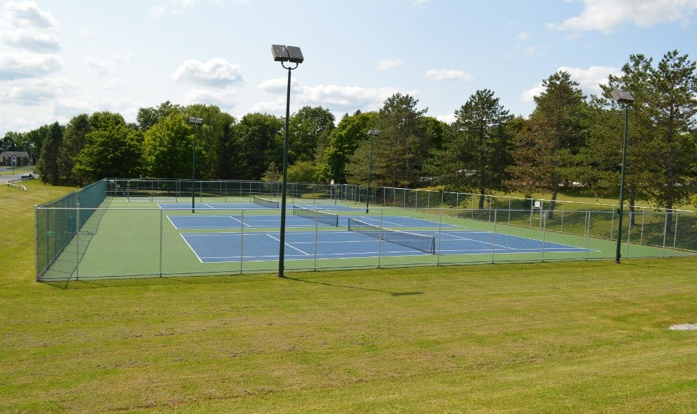 Tennis and Basketball Courts at Riverton Knolls in West Henrietta, NY
