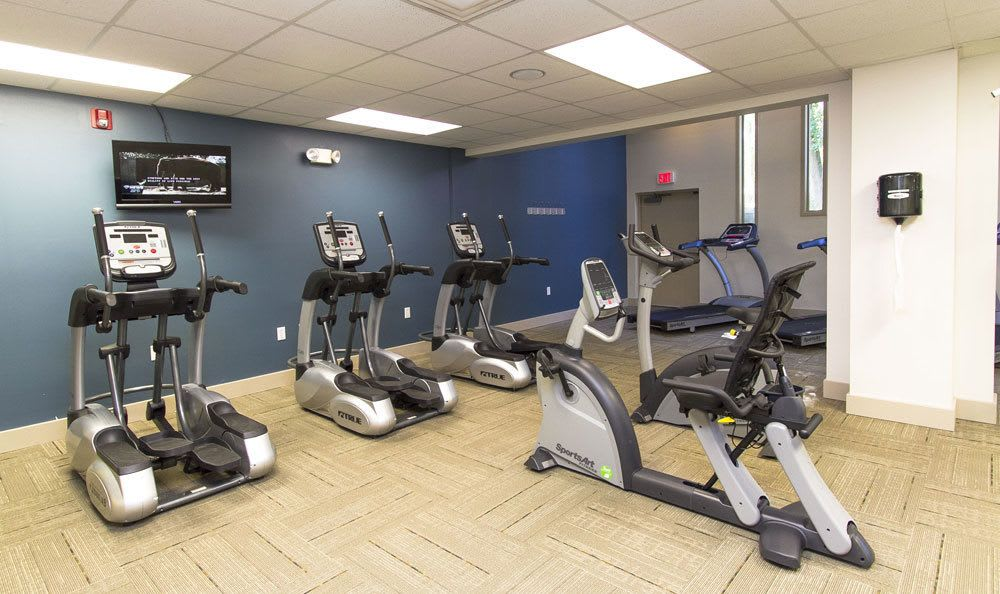 Fitness center at Raintree Island Apartments