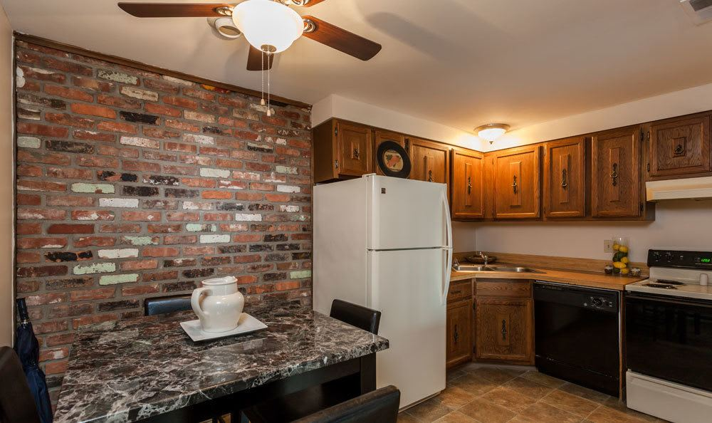 Example kitchen at Raintree Island Apartments