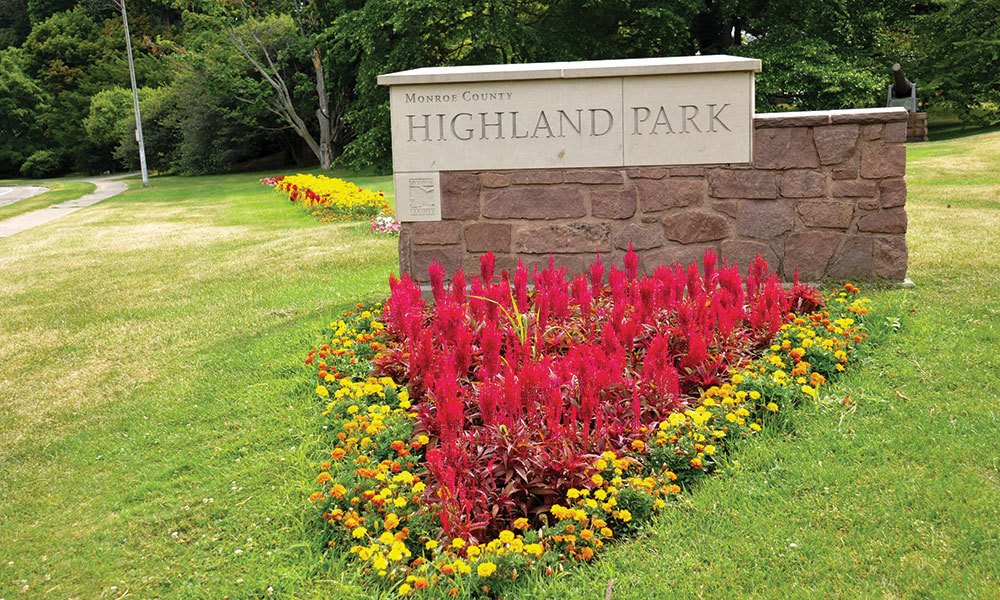highland park sign in Rochester