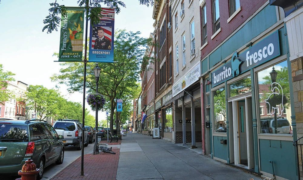 Apartments to rent close to restaurants and shops in Brockport NY