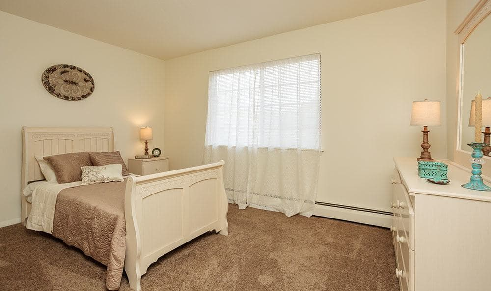 Guest bedroom at Brookwood on the Green in Liverpool, NY