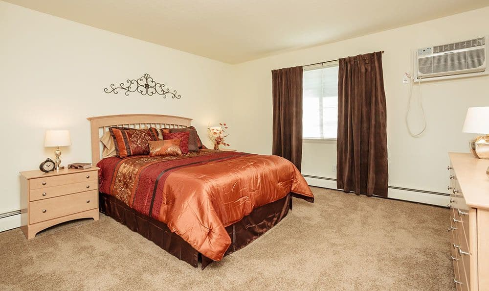 Master bedroom at Brookwood on the Green in Liverpool, NY