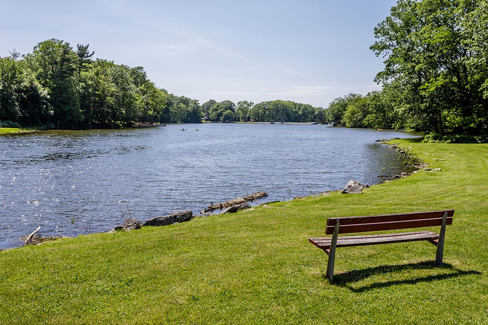 You'll find the best place for your life at Green Lake Apartments