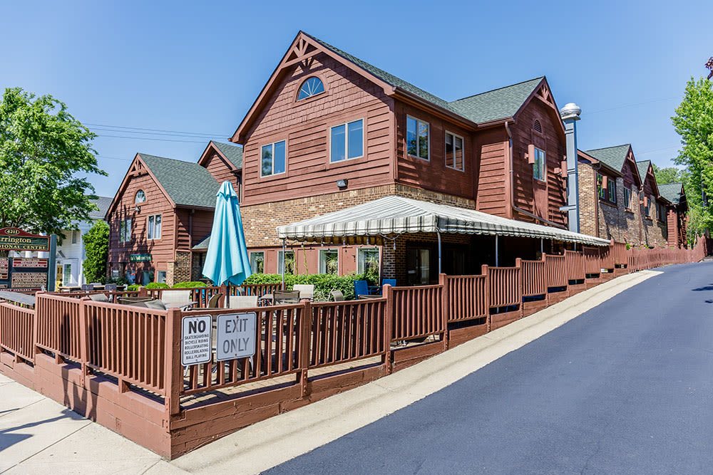 Green Lake Apartments is ideally location in Orchard Park, NY