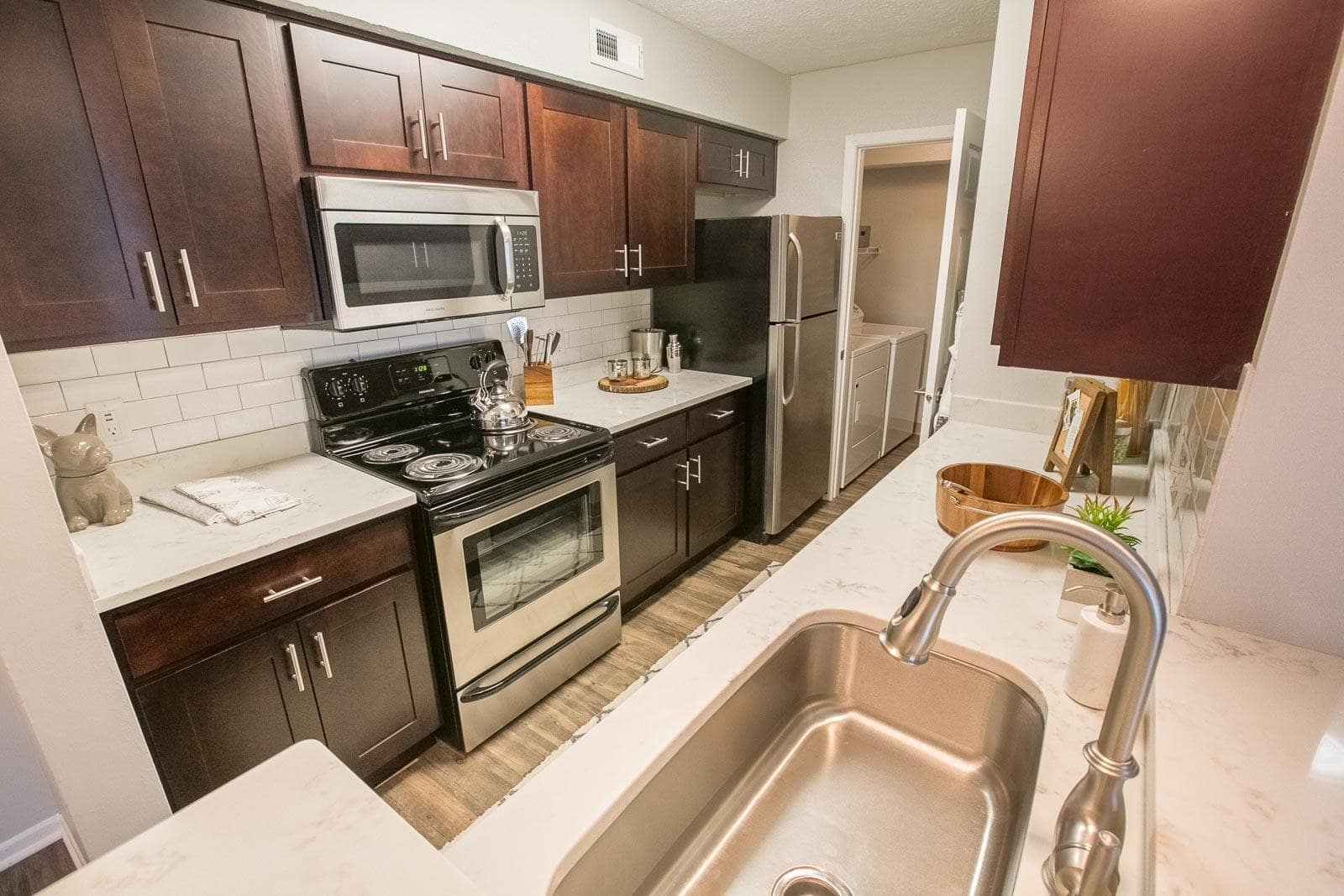 Example kitchen at Hunter's Chase Apartments