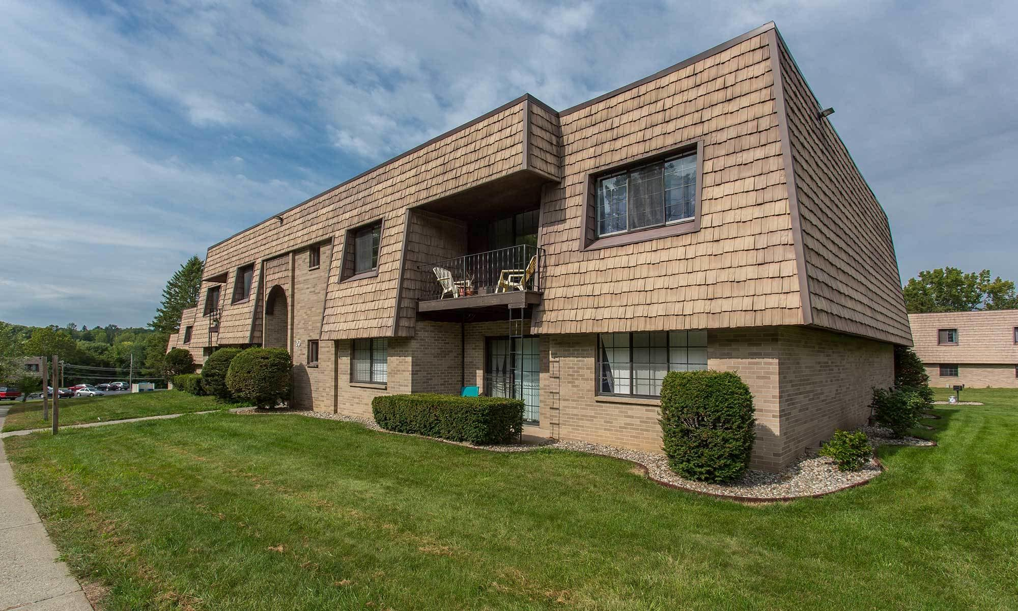 Welcome to Meadowbrook Apartments in Slingerlands, NY