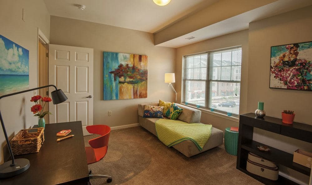 Model living areas at Cranberry Township, PA apartments for rent