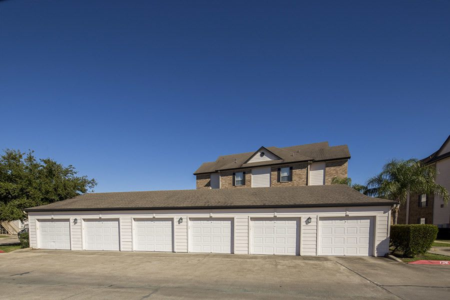 Private garages at apartments in in Texas City, TX