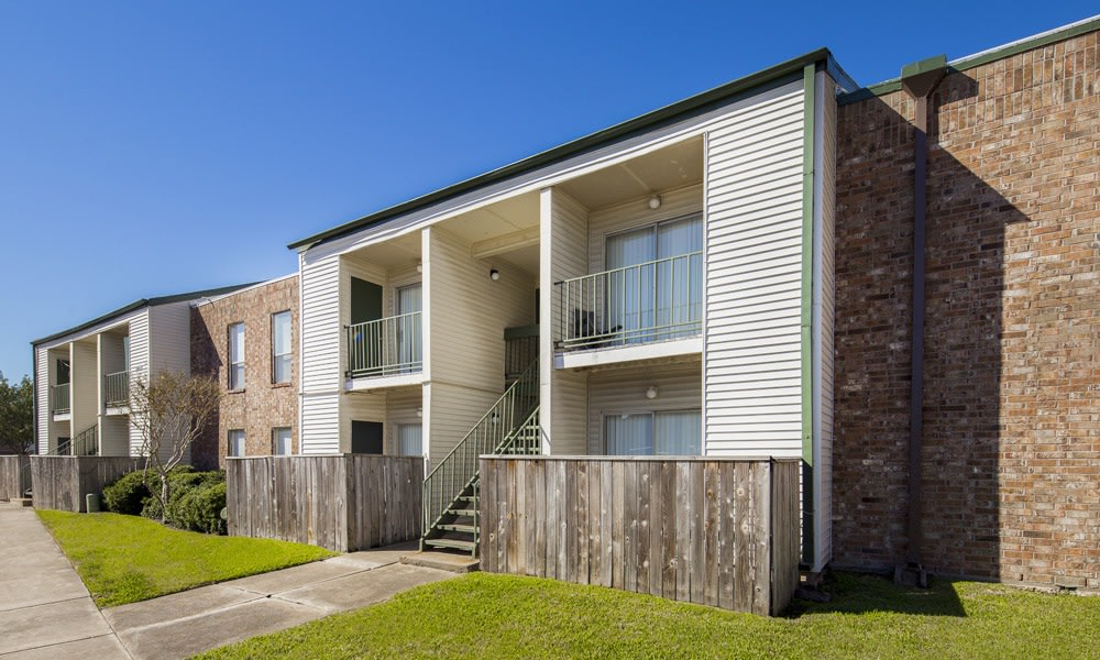 exterior of apartments for rent in Houston TX