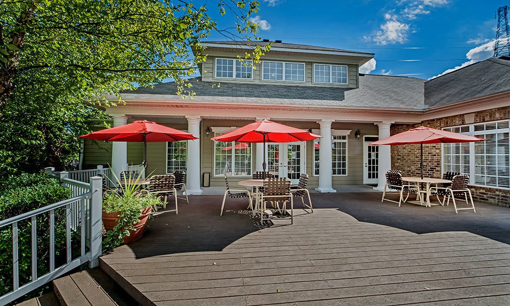 Outdoor seating area at Waterford Nevillewood Apartments in Presto, PA