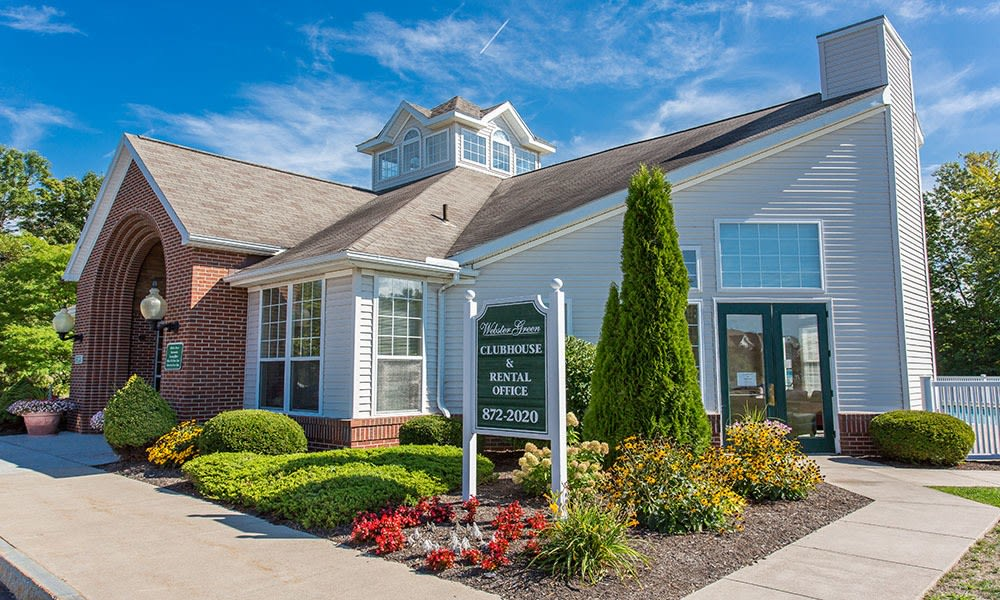 Town homes with two car garages in Webster NY