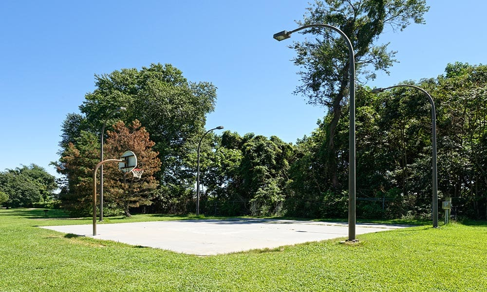 Community basketball court at Eagle Meadows Apartments in Dover, DE