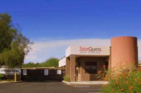 Self storage building exterior in Glendale