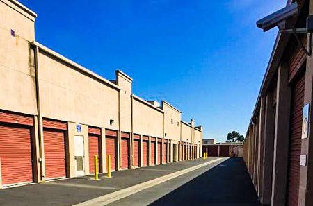 Self Storage Building Exterior In Long Beach