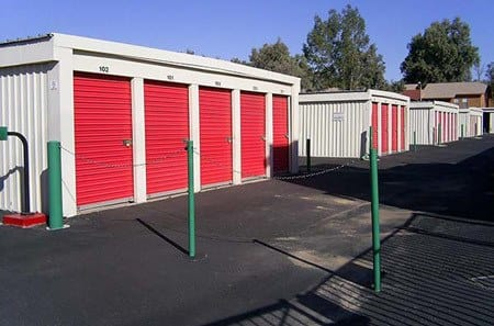 Self storage building exterior in Glendale