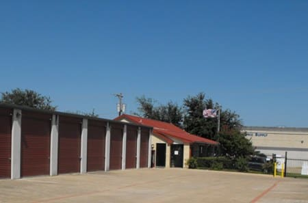 Self storage building exterior in Dallas