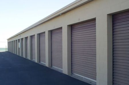 Clean and secure exterior storage units at El Paso, TX