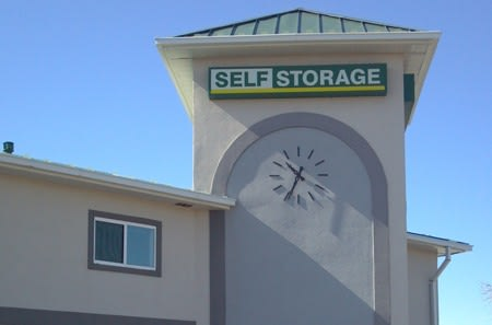 Self storage building exterior in Aurora