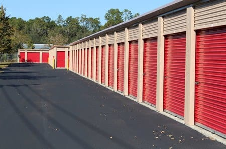 Exterior self storage units available in Gainesville