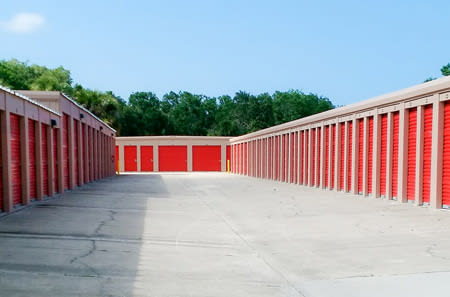 Self storage building exterior in New Smyrna Beach