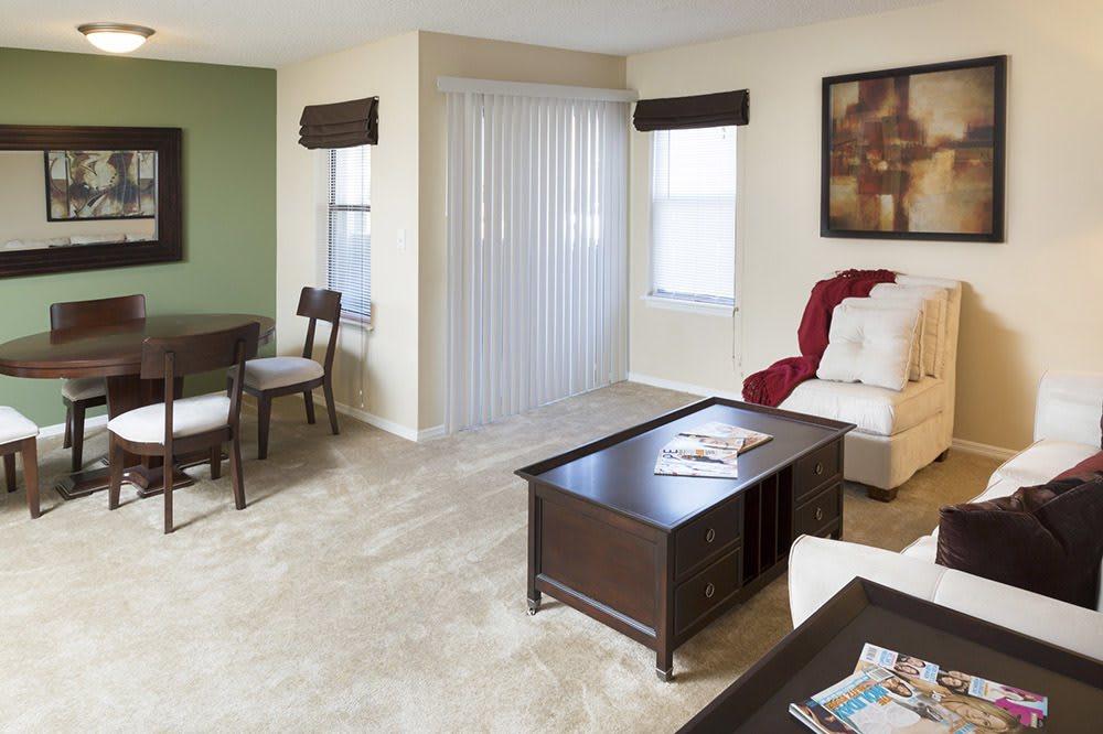 Living room at Jasmine Woodlands in Smyrna, Georgia